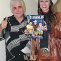 JOSÉ CARLOS GUETA o famoso POETA DO ABC recebe das mãos da Rainha dos Artistas, VIRGINIA a LULLY a Revista O MUNDO DO CINEMA
