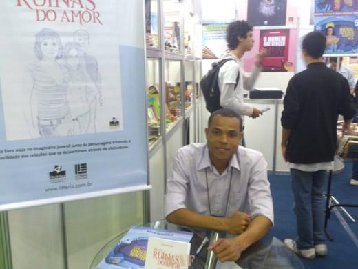 Lançamento do livro Pelas ruínas do amor, na Bienal Internacional do Livro 2013 - Rio de Janeiro