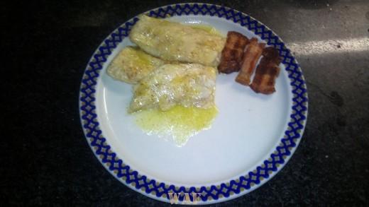 peixe gato grelhado com bacon e presunto/grilled cat fish with bacon and ham(foto1)