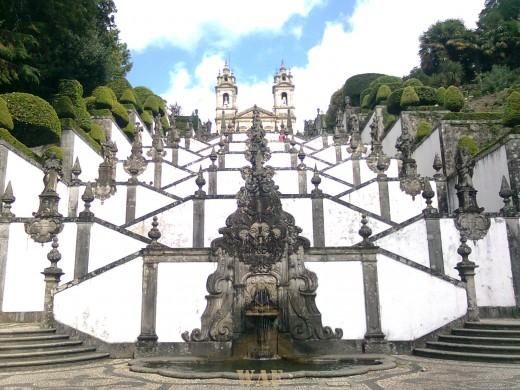 A enorme e bela escadaria do Bom Jesus de Braga