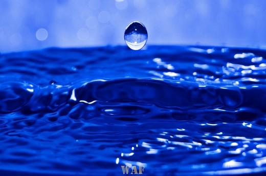 Uma gota d`água a cair